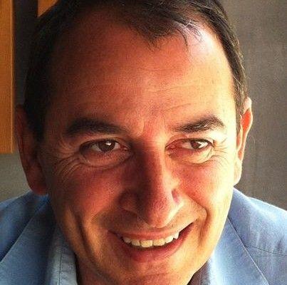 Mario Caponnetto, ingeniero aeronáutico, referente mundial en su ámbito de trabajo, e hipnoterapeuta por vocación y pasión.
