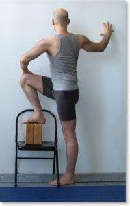 Utthita-marichyasana. Esta postura alivia la tensión en hombros cuello y espalda superior. También puede ayudar a aliviar la ciática y el dolor en la espalda inferior, las caderas y las articulaciones sacroilíacas.