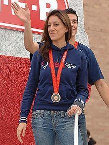 La medallista olímpica Diana López practica bikram yoga una vez por semana.