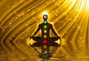 Practica la meditación de los chakras para desintoxicar también tu cuerpo energético y tus emociones.