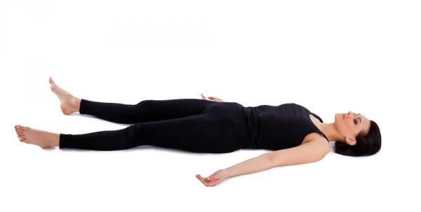 Savasana o postura del cadáver.