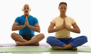 El yoga es una herramienta única para conseguir el control del cuerpo y la mente. Una sesión de yoga previa a la hipnosis, coloca el cuerpo y la mente en el estado más propicio al trance.