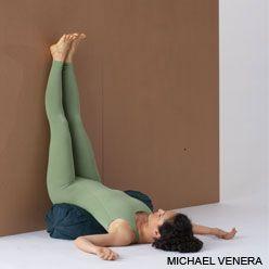 Viparita Karani con soporte de la espalda lumbar.